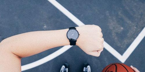Pausen beim Krafttraining - schau auf die Uhr