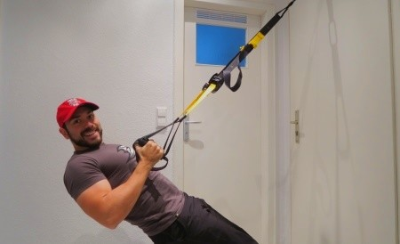 Die besten Fitnessübungen für zuhause - Bodyweight-Rudern mit dem Slingtrainer