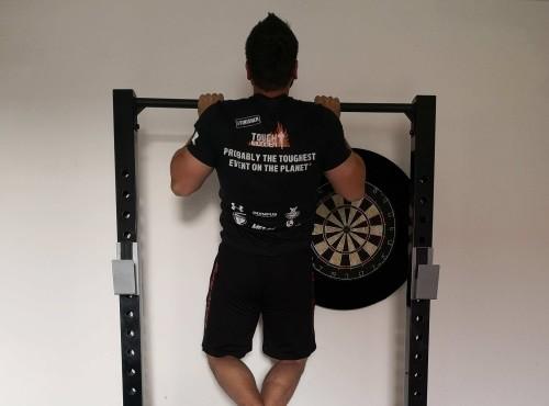 Klimmzug-Training-Varianten Ausführung Obergriff schulterbreit oben